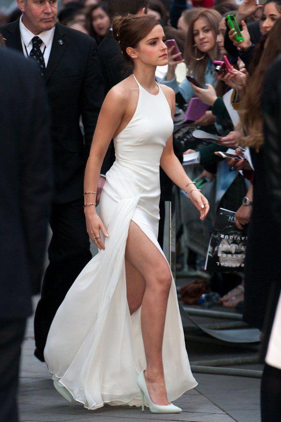 Oelala: Emma Watson in het wit met hoge split | Style | Nina | HLN