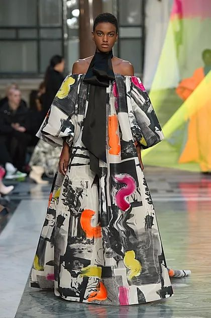 Inspiring Trends From LFW AW20. Roksanda, a passionate art supporter, worked with British-Bangladeshi artist Rana Begum on her set design, a colourful ode to poetry in geometry called 'no 976 Net'. Roksanda's equally graphic collection was also inspired by painter Lee Krasner's abstract brushstrokes.
