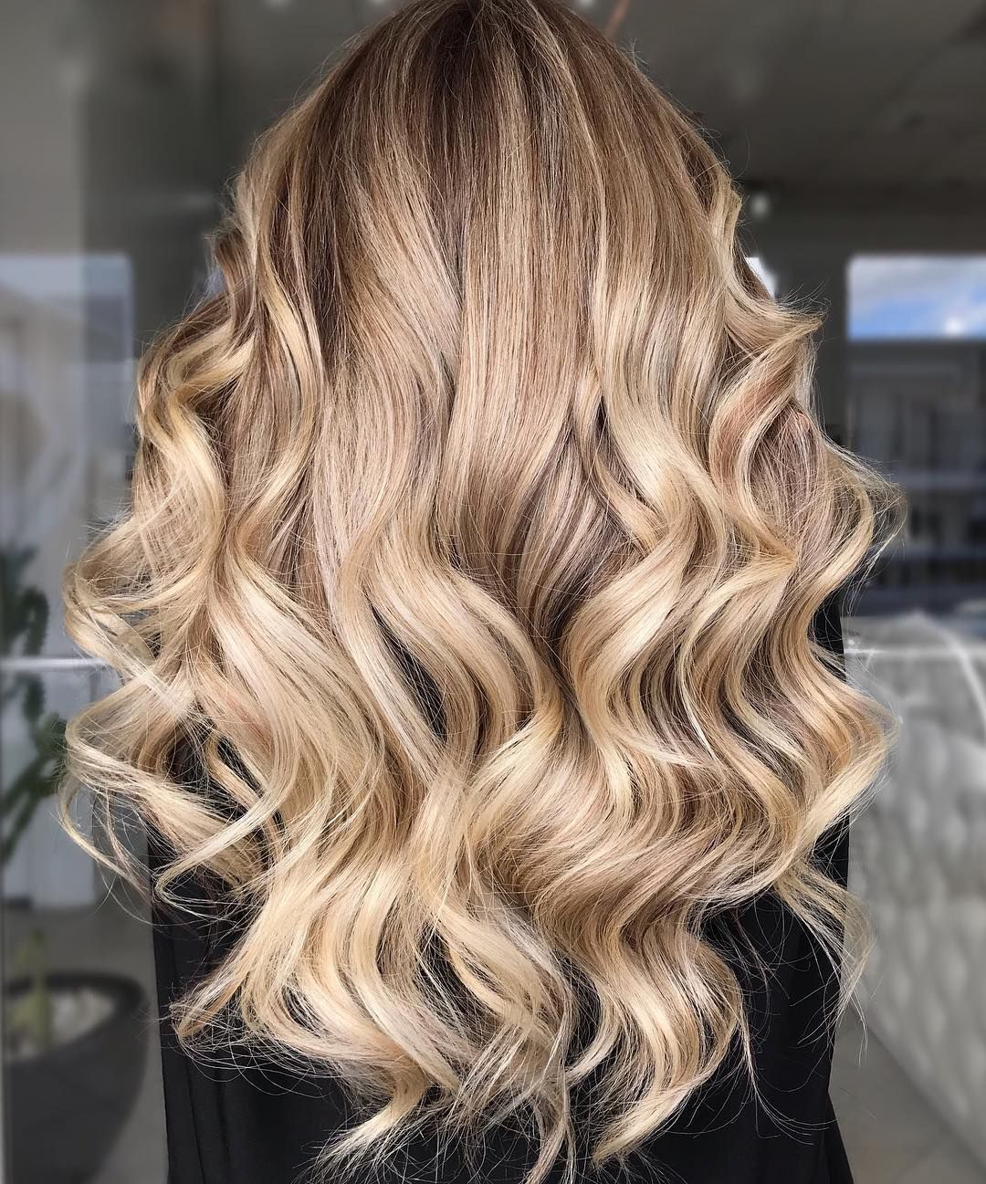 "Sue Tyrrell on Instagram: ""Champagne Shimmer 🥂✨ @wellahairusa @wellahair #wellahair #wellahairusa #askforwella #uswellacolorartist2019 #blondebalayage #blonde…"""
