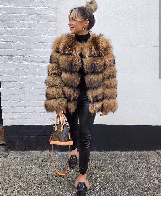 Fur coat, updo – Miladies.net