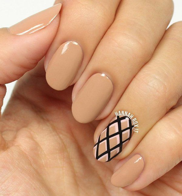Like I said, beige will be trendy in winter also, so wear it refreshed with some strong color on one nail like in photo where is refreshed with black.