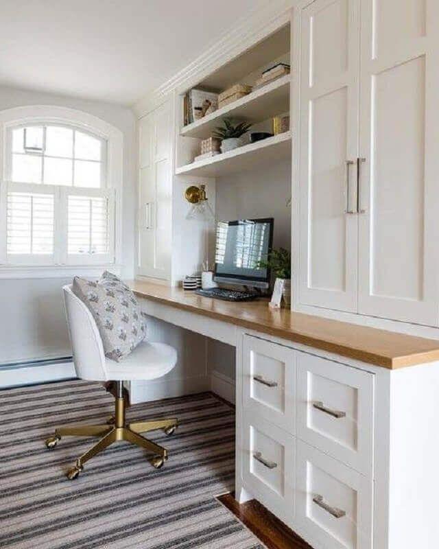 escritório com cadeira giratória branca com perna dourada #cadeirabranca #cadeirabrancajantar #cadeirabrancaquarto