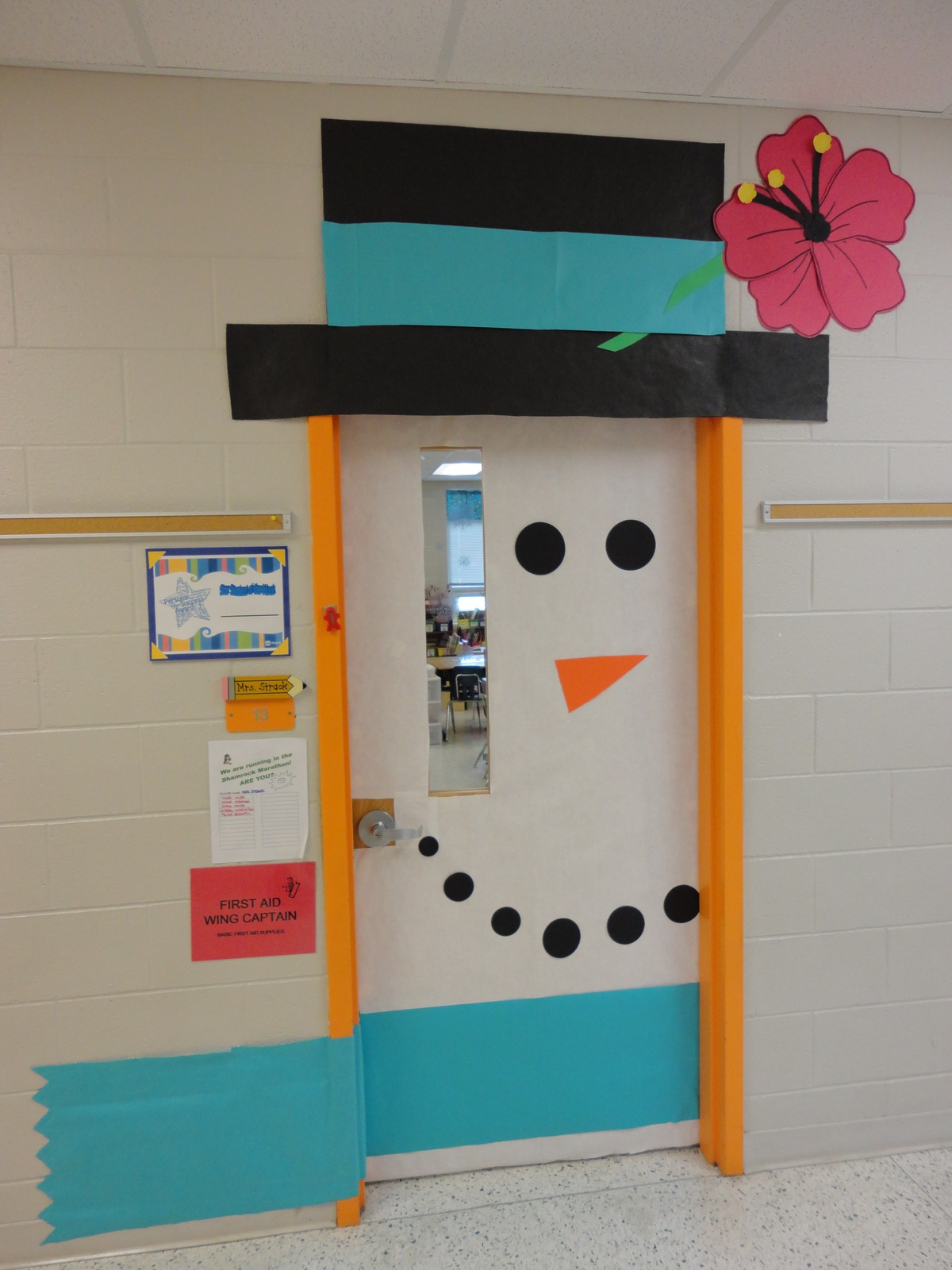 Winter classroom door image only sunday school door for Decoration porte classe halloween