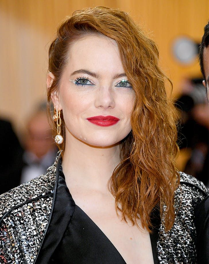 25 Easy Hairstyles for Medium Hair #purewow #celebritystyle #beauty #how-to #celebrity #haircut #hair #emmastone