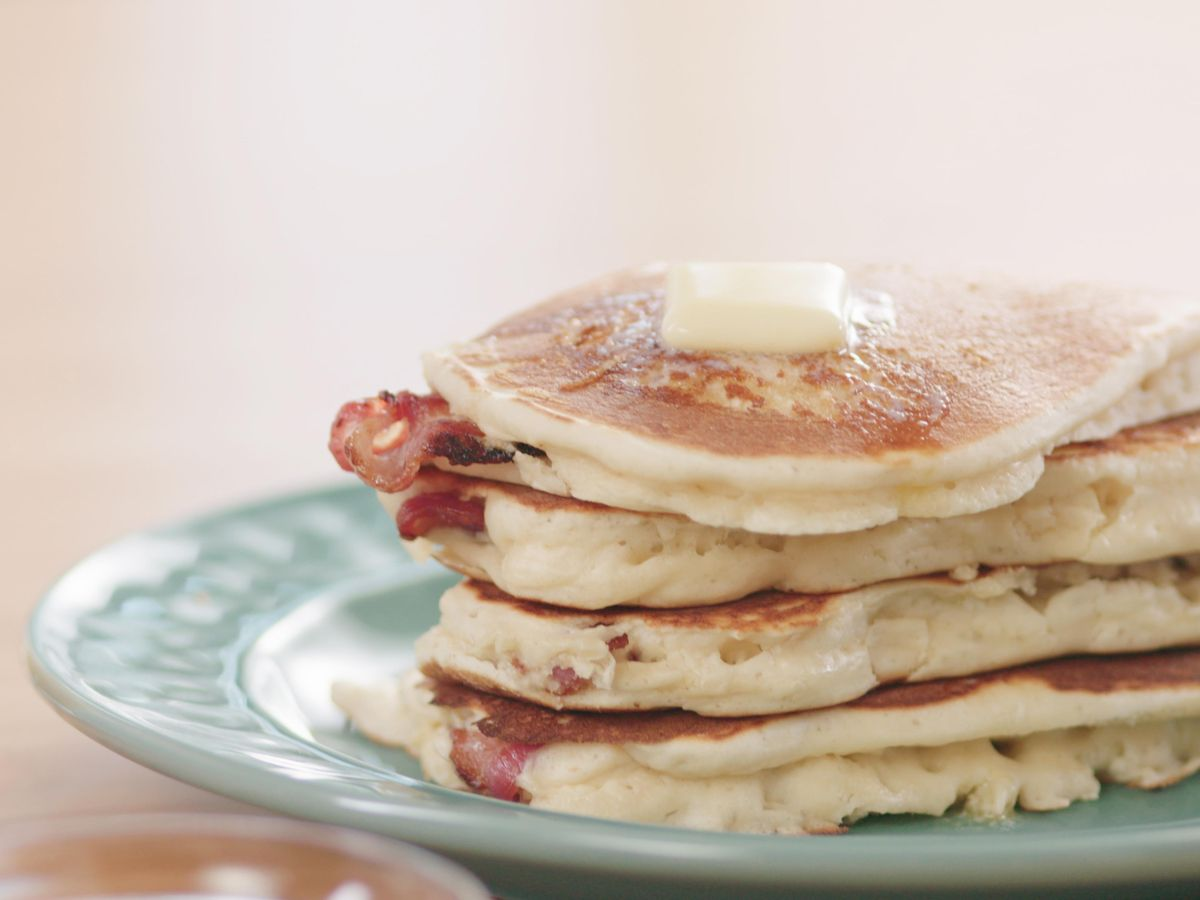 This is truly the best way to celebrate #NationalPancakeDay! 🥞   Save the recipe for Bacon Pancake Dippers!