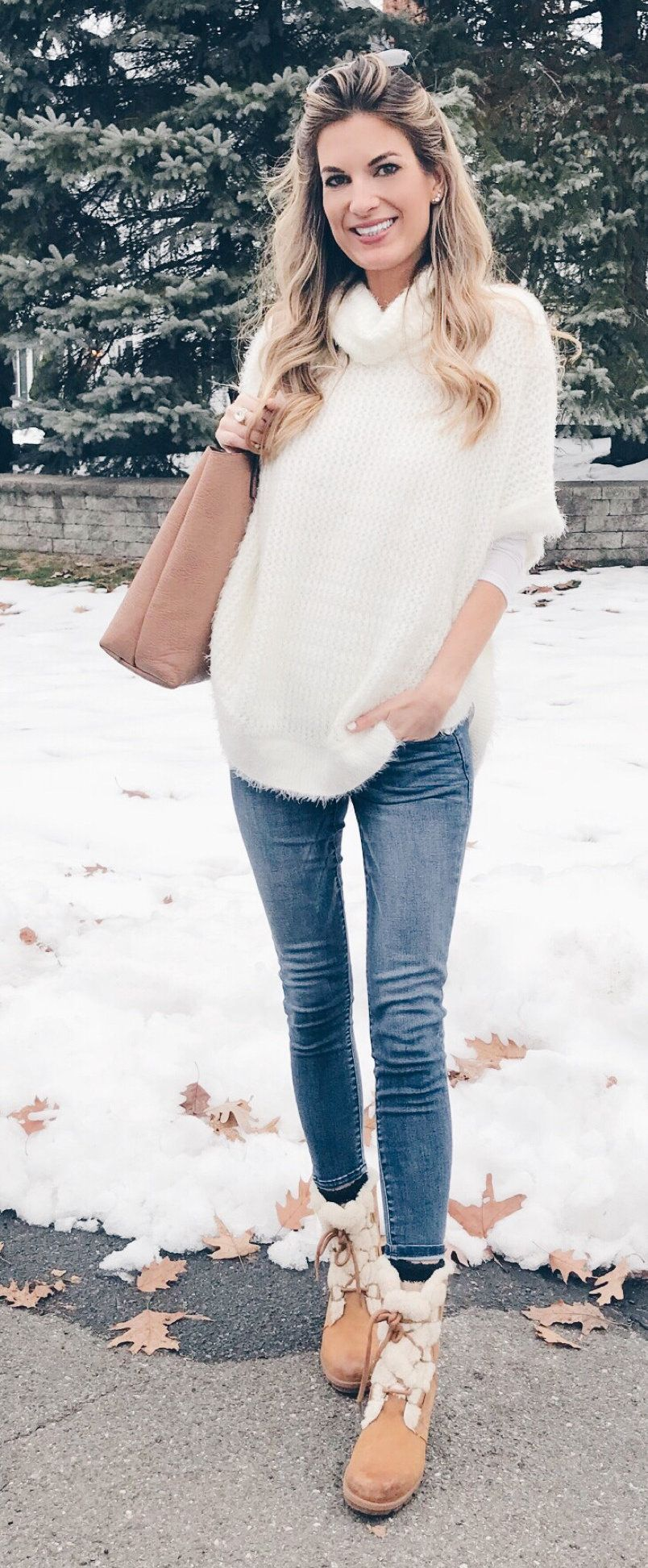 white 3/4-sleeved top