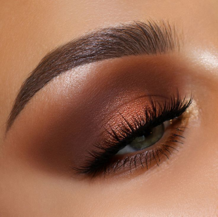 HEAT WAVE ⚡️⚡️⚡️ Give yourself a SMOLDERING copper smokey eye makeup look with the MTHRSHP: Sublime Bronze Ambition Eyeshadow Palette – AVAILABLE NOW at PATMcGRATH.COM | EYE by MUA @alexandra_anele | #eyemakeupidea #eyemakeuplook #makeuplooks