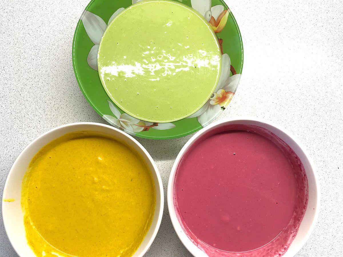 Цветное тесто для трех разных вкусов блинов. Фото: Evgeniya Shveda