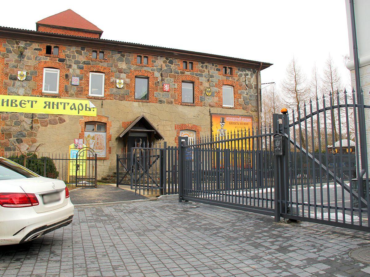 Вид на музей с ул. Советская (п. Янтарный)