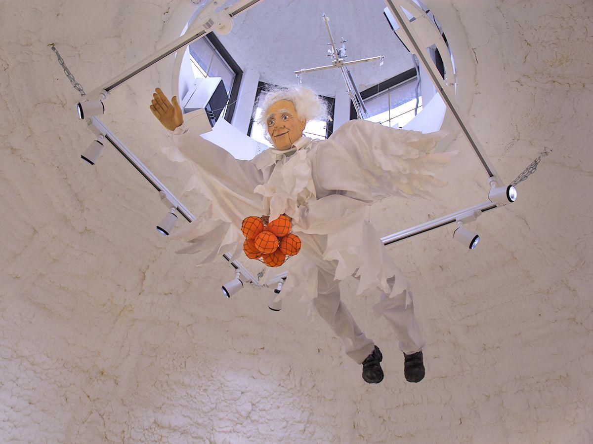 Говорящий ангел под куполом Дома ангелов в Зеленоградске. Фото: Evgenia Shveda