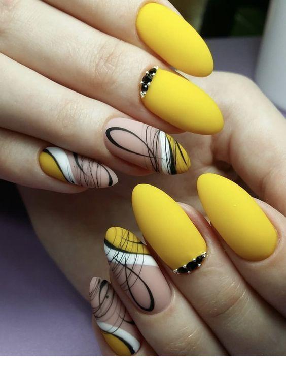 Glam matte yellow nails