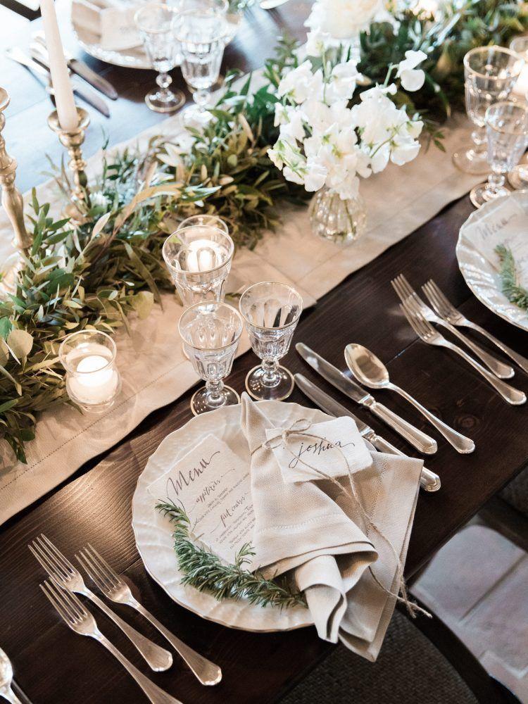 elegant rustic white flowers and greenery wedding table setting ideas