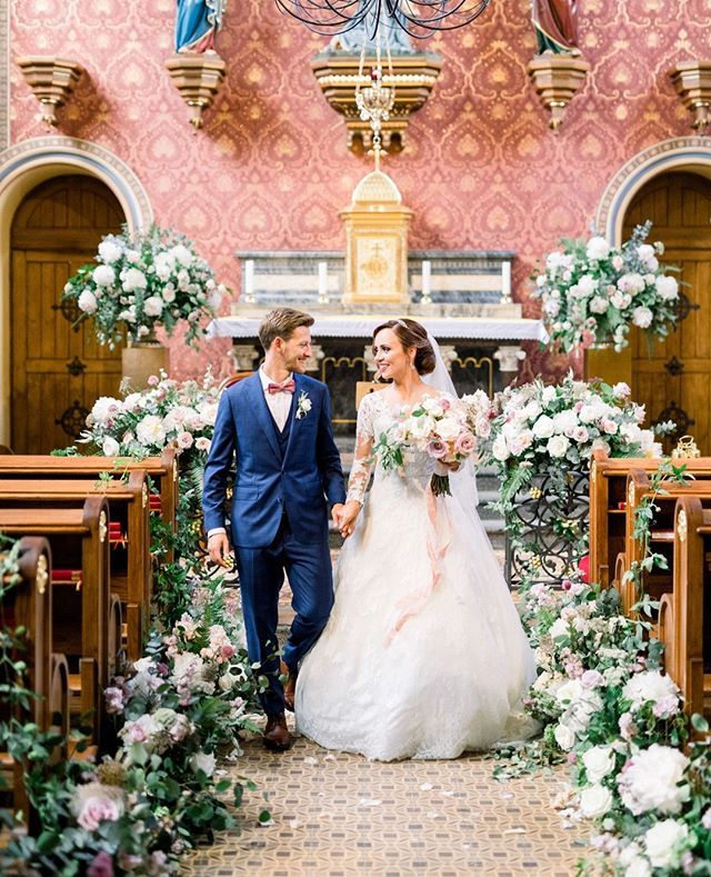 If could describe your wedding day vision in one word what would it be? Klaras vision for her wedding day in one word was fairytale. This ultra-romantic chateau wedding in a newly renovated renaissance castle chapel in the Czech Republic is the definition of a dream and the perfect way to kick off 2020! Link in bio. planner @boutiqueweddingsprague photo @katkakoncal video @themomentsvideo venue @chateau_clara_futura florals rentals styling @freziafleur cake @punkrockcakes stationery @darlin