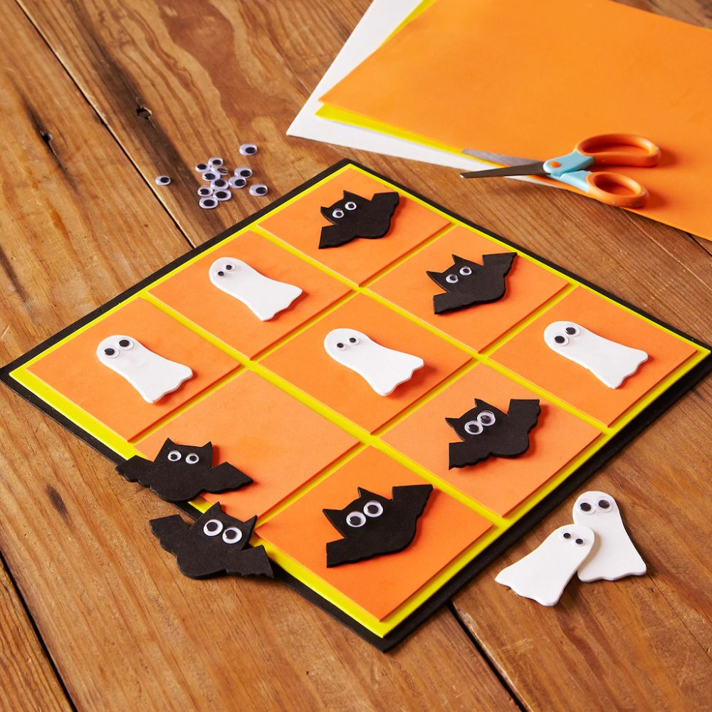 Kids Club® Bat & Ghost Tic-Tac-Toe