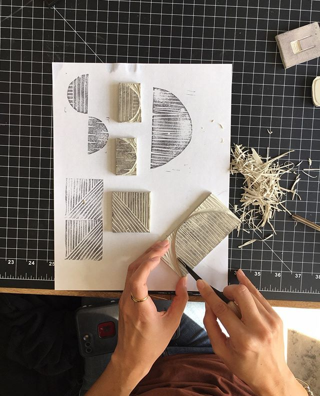 My first workshop of 2020 is right around the corner! Did you resolve to make more time for creativity this year?  Join me in the shop for a day of block printing and start the year off with some artsy fun. All the details are on my site  click the Workshops tab to sign up.