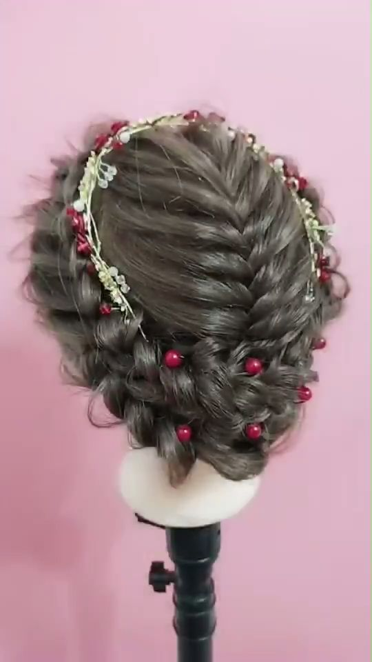Very simple and beautiful bride hairstyle