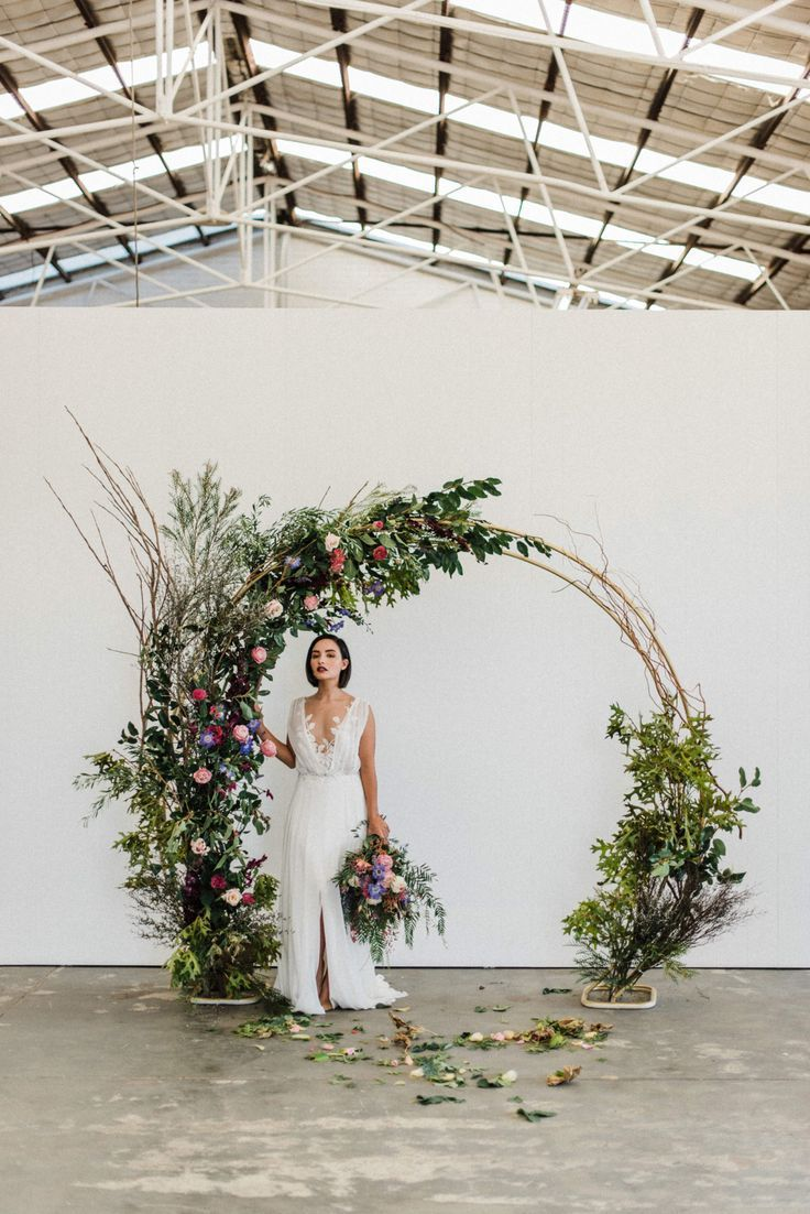 modern floral circle arch wedding backdrop ideas