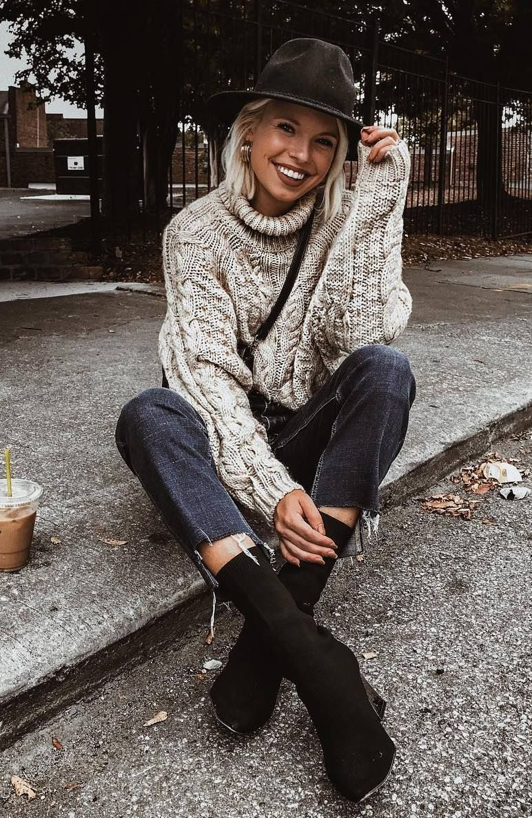 cozy+fall+outfit+to+copy+right+now+:+hat+++bag+++jeans+++boots+++knit+sweater