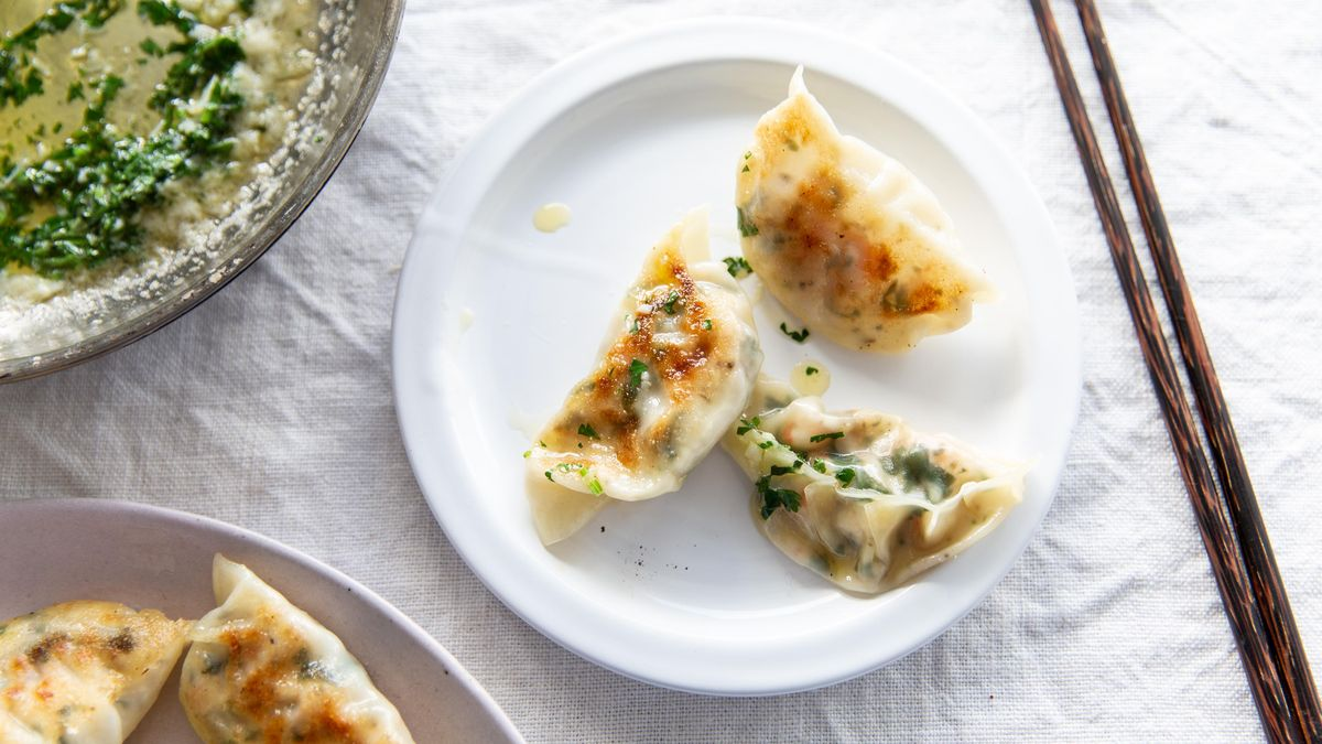 Skip delivery and make this instead 🤩  Save the recipe for Shrimp Scampi Potstickers!