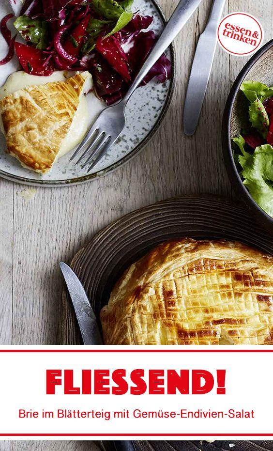 Rezept für Brie im Blätterteig mit Gemüse-Endivien-Salat