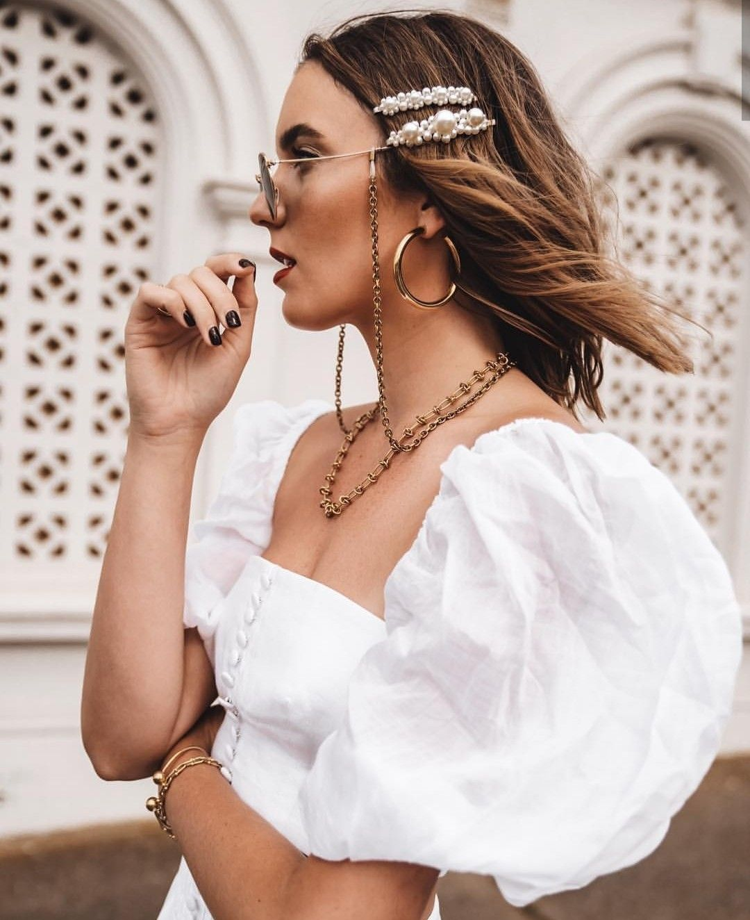 Hair accessories and puff sleeves on point 💓 #hairclips #pearlhairclips #pearlbarrettes #pearlaccessories #puffsleeves #milkmaidtops #chainnecklaces