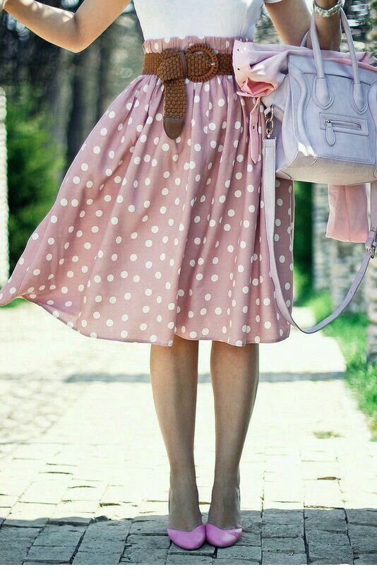Pink midi skirt and shoes