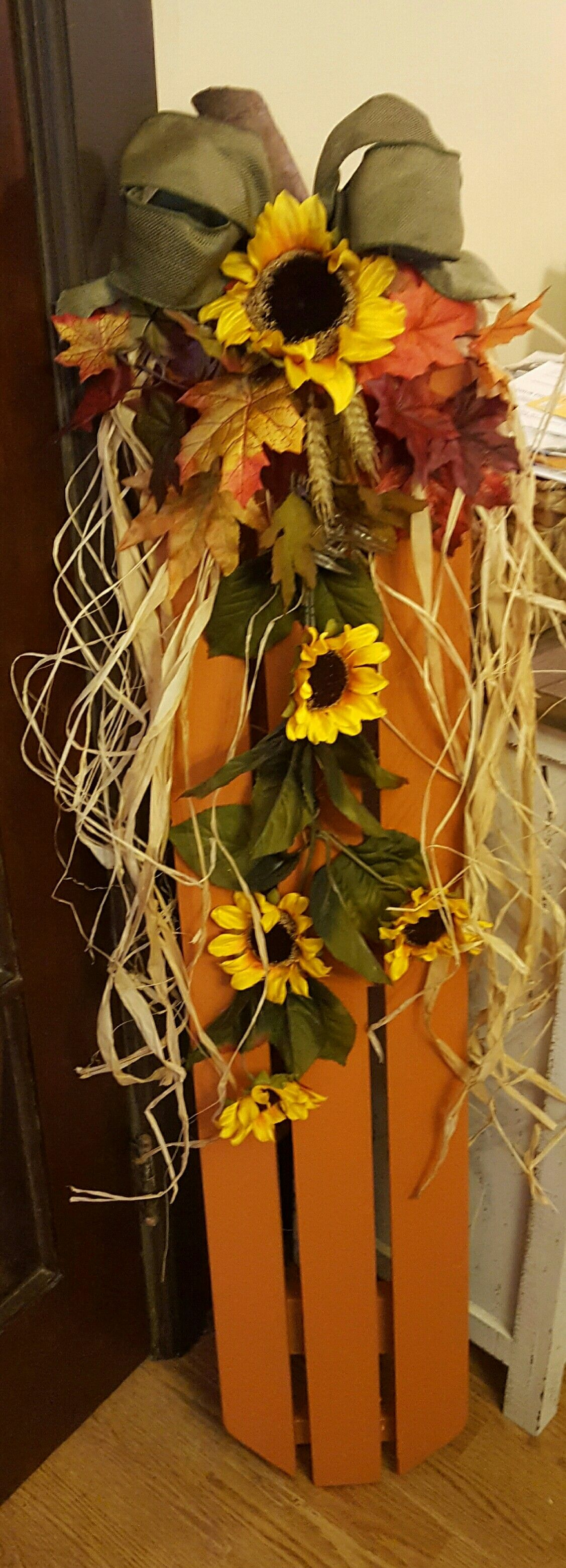 Fall decoration made from pallet | Fall pallet decor ...
