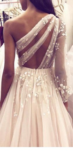 Sweet tulle wedding dress back
