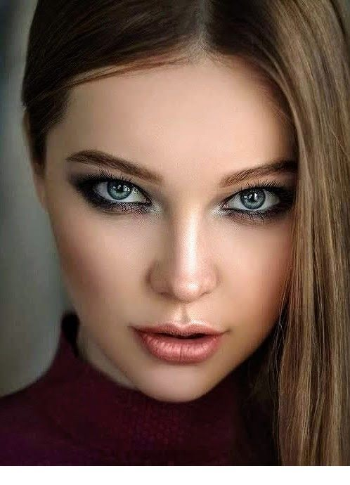Smokey eye, lipstick