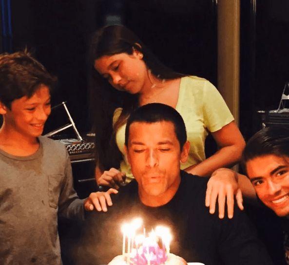 Kella Ripa Wishes Husband Mark Consuelos A Happy Birthday With A Sweet Post
