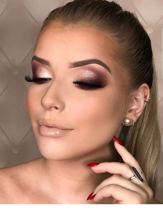 Glossy makeup and red nails