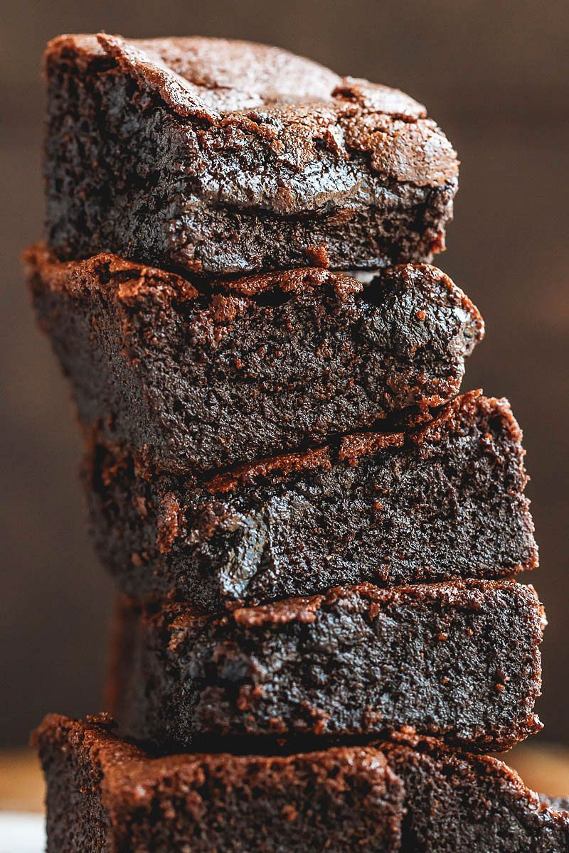 Low-Carb Keto Brownies Recipe -  #eatwell101,#recipe fudgy, and super easy to make, these low carb flourless brownies literally melt in your mouth. #Lowcarb, #keto, #brownies #ketobrownies Low-carbbrownies - #recipe by #eatwell101
