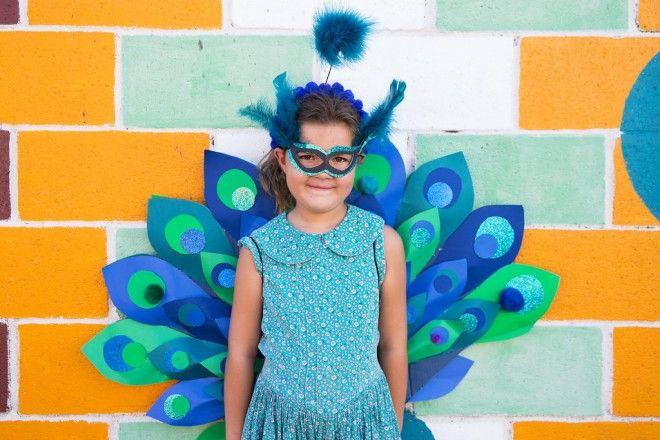 kids-halloween-diy-costume-peacock-2