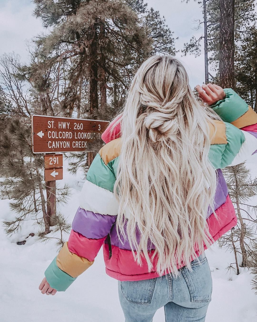 Do you wanna learn how to styling your own hair? Well, just visit our web site to seeing more amazing video tutorials! #hairtutorials #hairvideo #videotutorial #updotutorials #longhair #longhairstyle