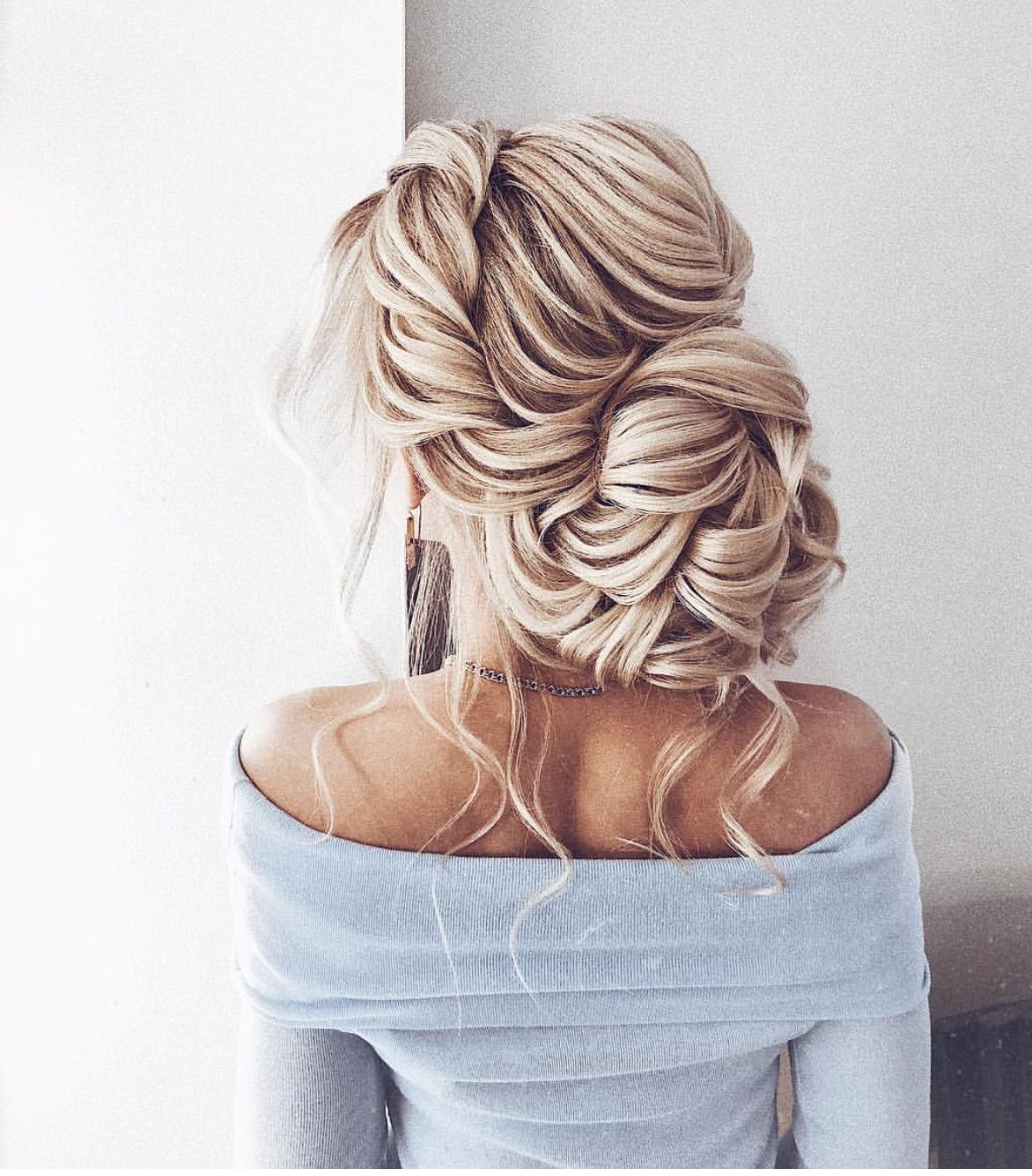 """Vera Fursova <a class=""""pintag"""" href=""""/explore/updos/"""" title=""""#updos explore Pinterest"""">#updos</a> <a class=""""pintag"""" href=""""/explore/buns/"""" title=""""#buns explore Pinterest"""">#buns</a> <a class=""""pintag"""" href=""""/explore/MzManerzHairTeam/"""" title=""""#MzManerzHairTeam explore Pinterest"""">#MzManerzHairTeam</a> 