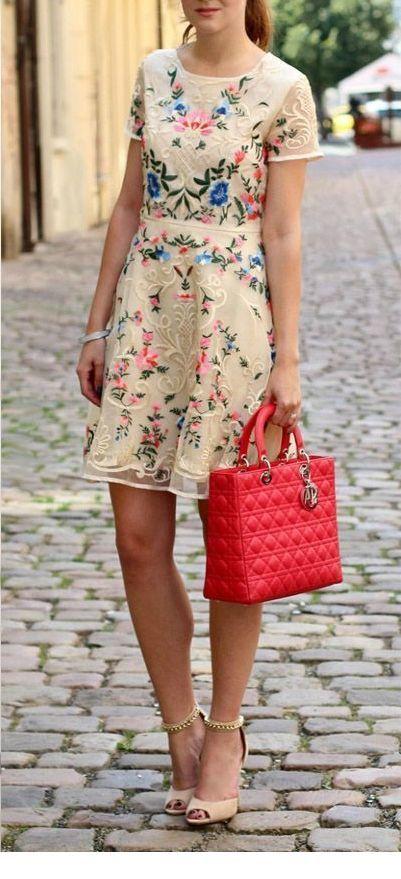 Sweet floral summer nails with a red bag