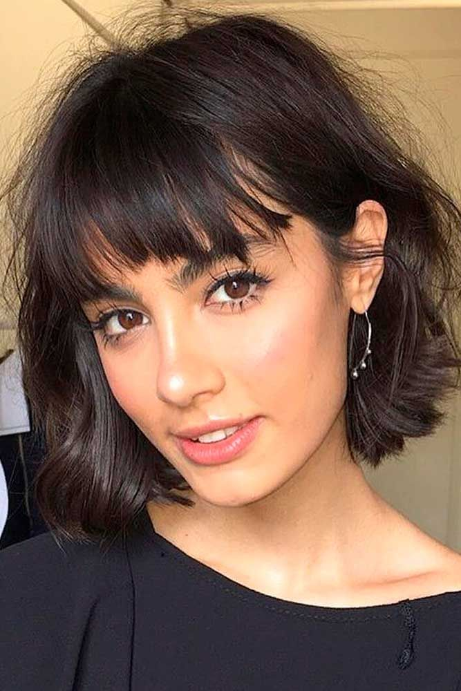 Short Bob Haircut For Triangle Face Shapes #trianglefaceshape #shaggybobhair ★ Short bob haircuts are quite versatile and can compliment almost everyone. Our photo gallery will give you some inspo and help pick your next cut. #glaminati #lifestyle #shortbobhaircuts