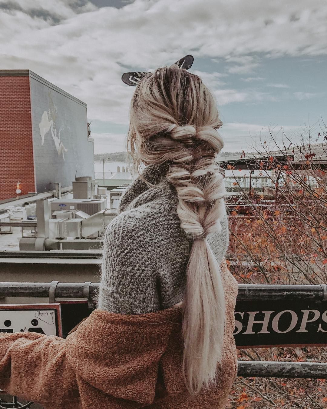 rooted blonde faux fishtail braid hairstyle // kirsten zellers