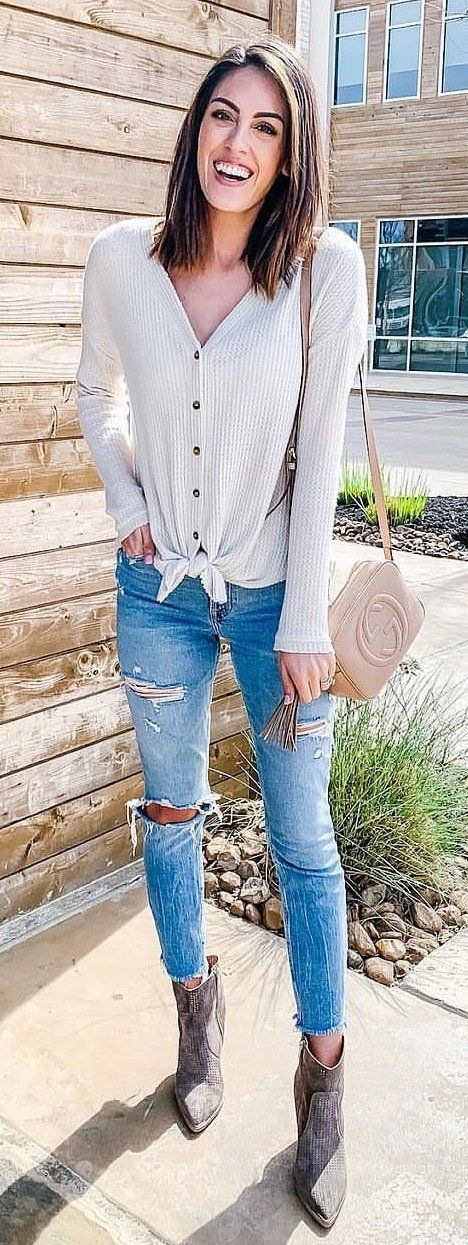 blue denim distressed skinny jeans #spring #outfits