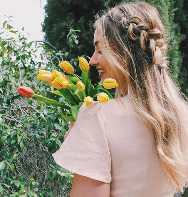 Spring side braid 💐💓@jaykaybraids . . . #streetstyle #ootd #la#styleinspo#hairinspo #spring #springstyle #tulips#hairenvy #braids #bayalage#healthyhair #longhair#longhairdontcare #blowout#straighthair #curlyhair #wavyhair#haircare #hairofinstagram #bblogger#beautytip #beautytips #beautyproducts#beautifulhair #sidebraid #hairblogger #manentailbeauty #discoverthesecret