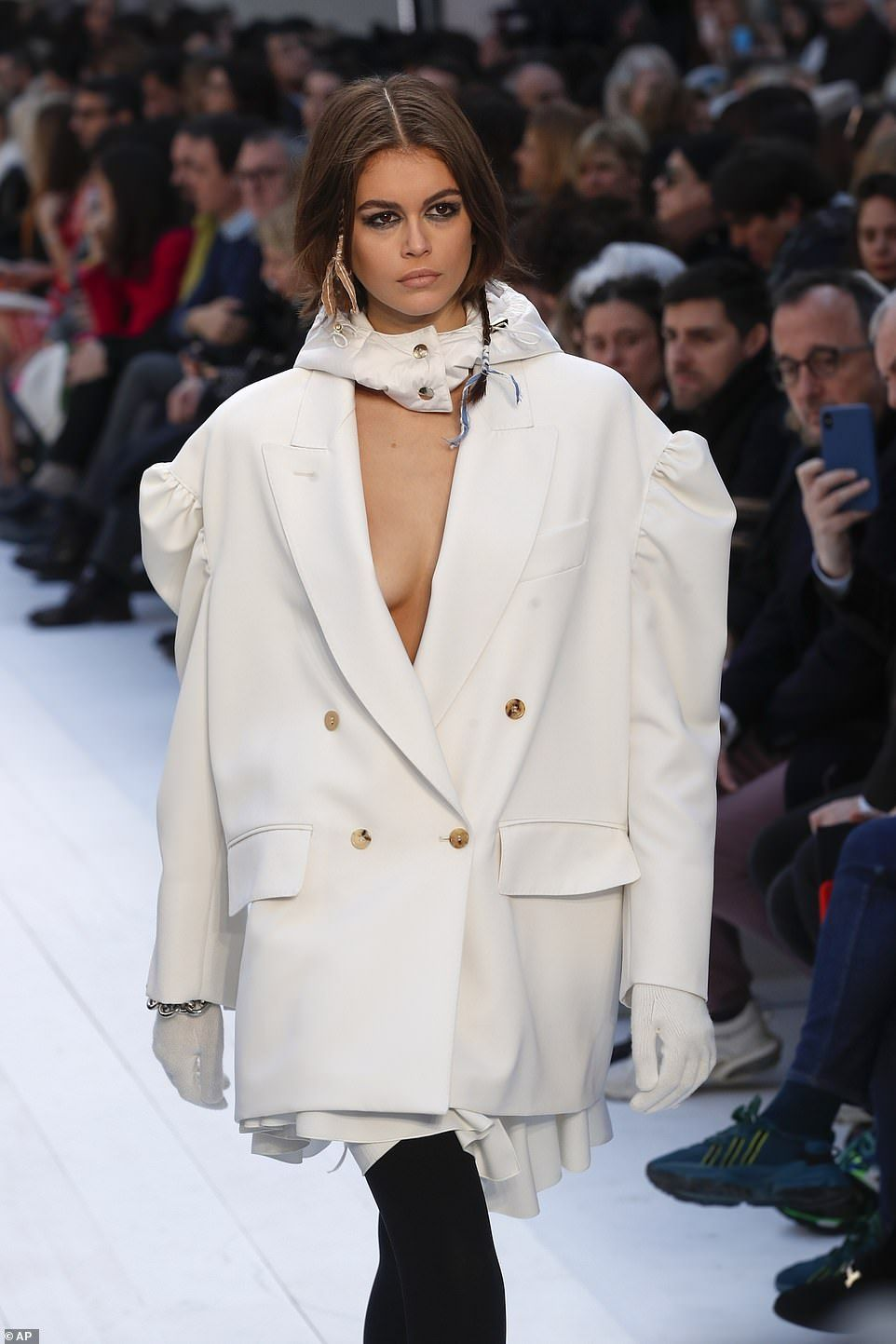 Wow!Prior to taking to the runway, Kaia Gerber, the daughter of iconic supermodel Cindy C...