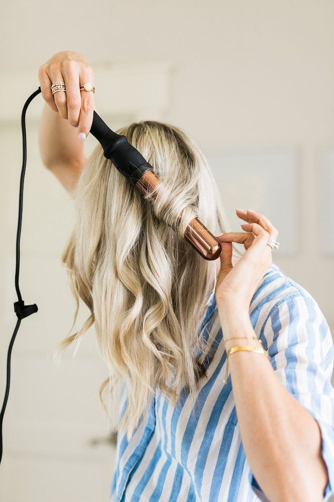 How to Curl Hair and Keep it Healthy! Using this method, you also add tons of body to your hair! Click for 40% off my favorite hair wand! Hairstyles | Hair tutorial | Best hair products | Beauty