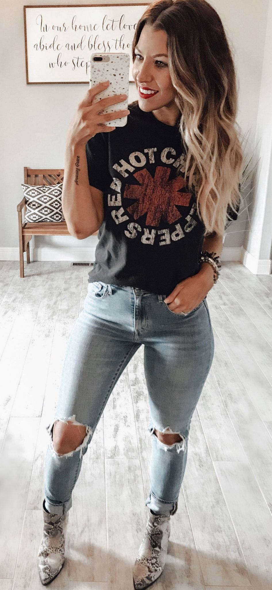 black crew-neck tee shirt #spring #outfits