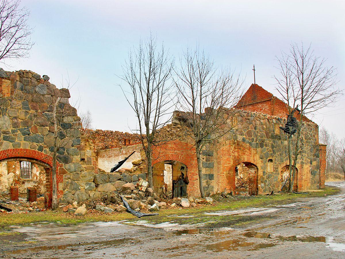 Развалины в п. Янтарный (Калининградская область)