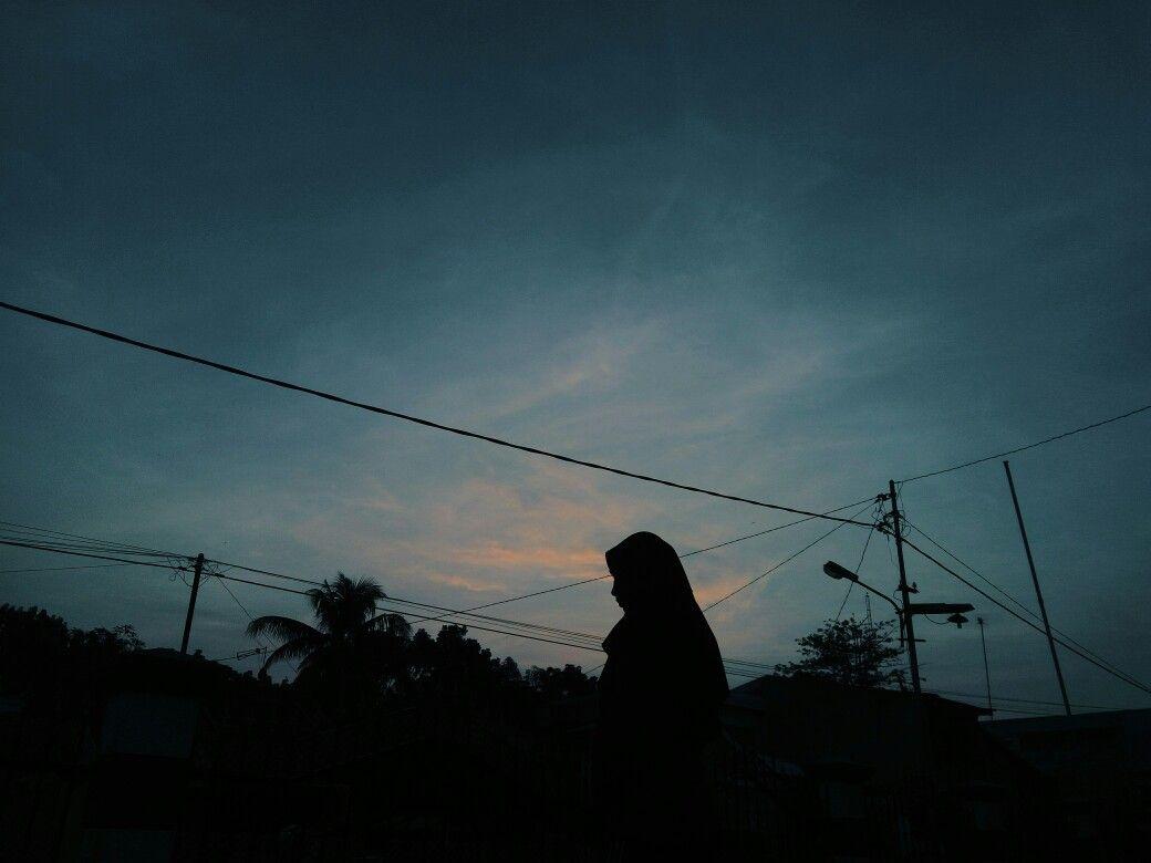 6 gambar 1.6 foto profil. Take By Me Dewsara Role Muthiafsalsa Foto Profil Wa Siluet Senja Hijab Fotografi Alam Fotografi Pantai Pemandangan