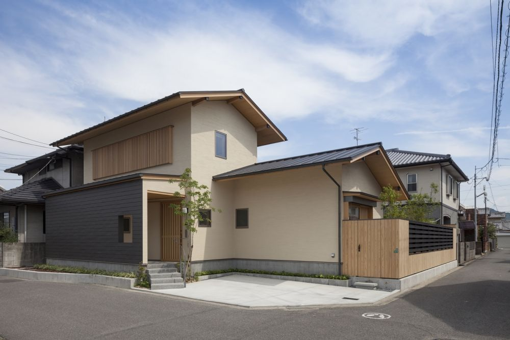This is a residence designed by studio Takashi Okuno.