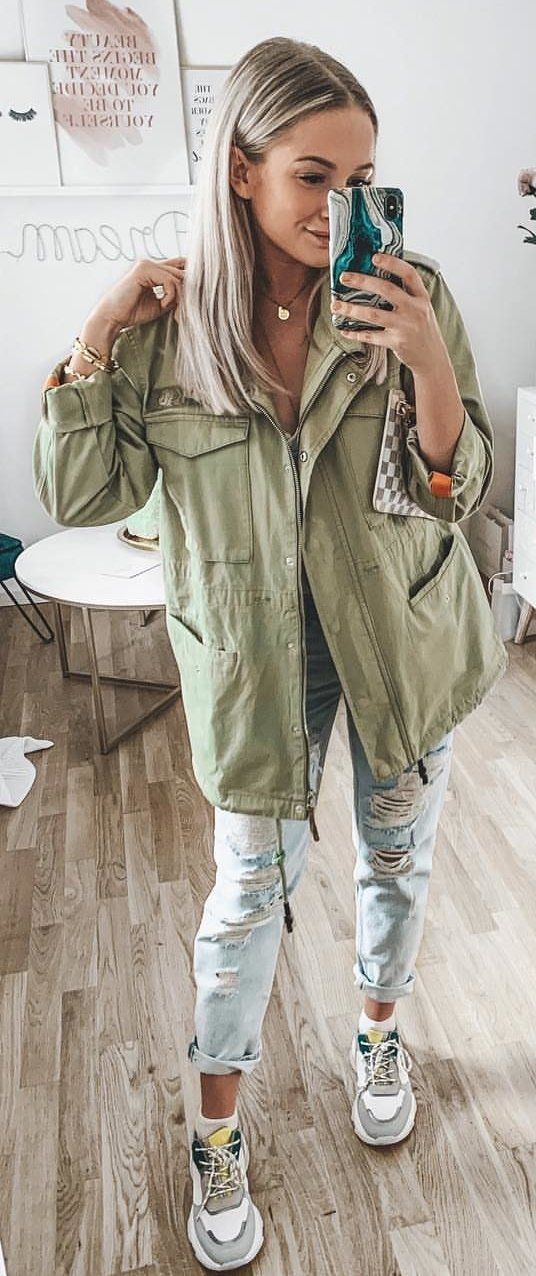 green zip-up jacket #spring #outfits