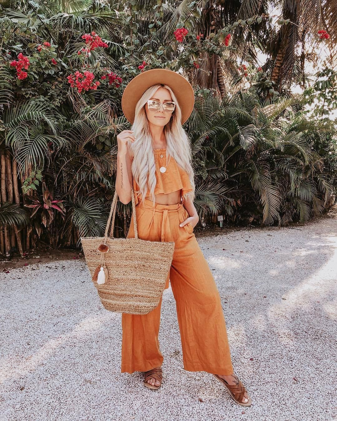 Get the pants for $89 at lulus.com – Wheretoget
