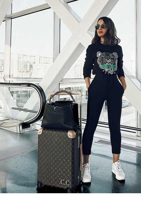 The perfect travel style in black