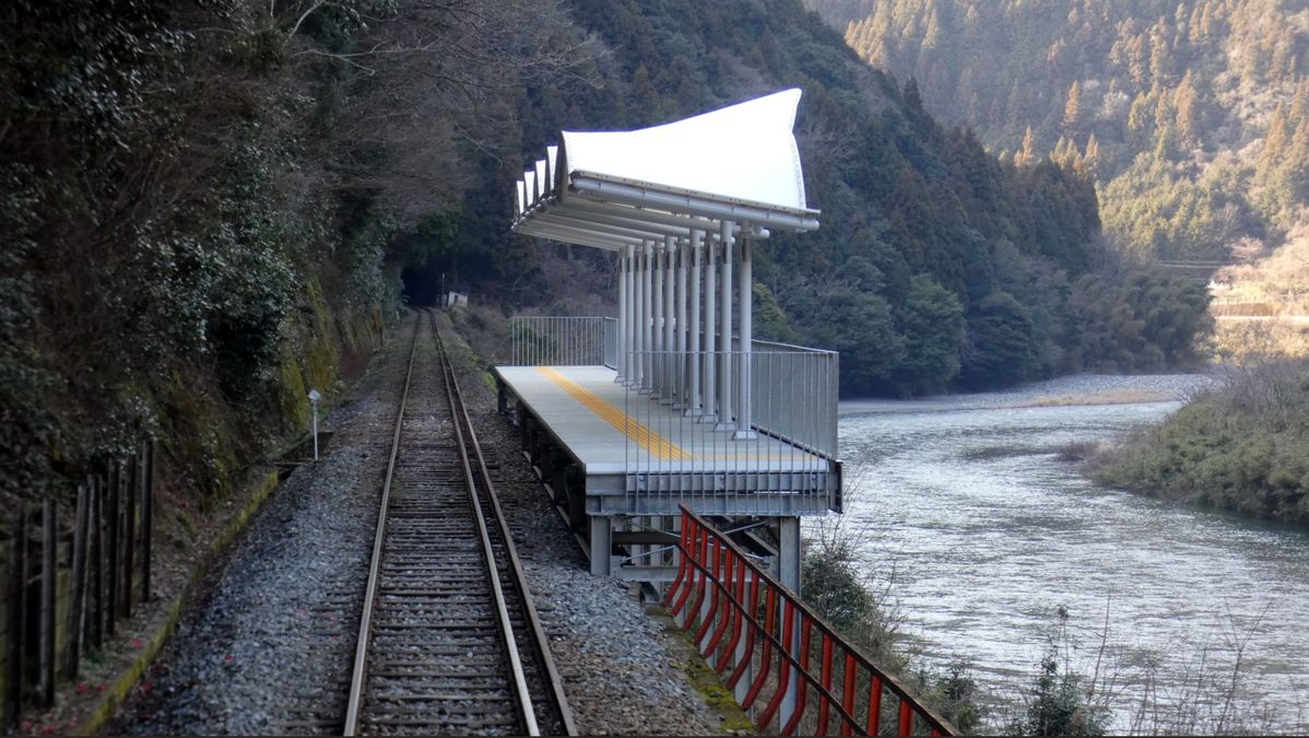 This train stop in Japan has no entries or exits, it has been put there merely so that people can stop off in the middle of a train journey and admire the scenery.